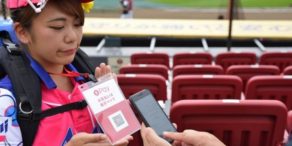 楽天、野球スタジアム観客席で「楽天ペイ(アプリ決済)」を導入