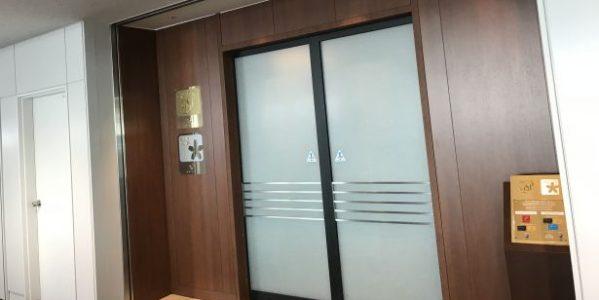 新千歳空港のリニューアル後の「サクララウンジ」を利用! 座席下の電源が地味に便利