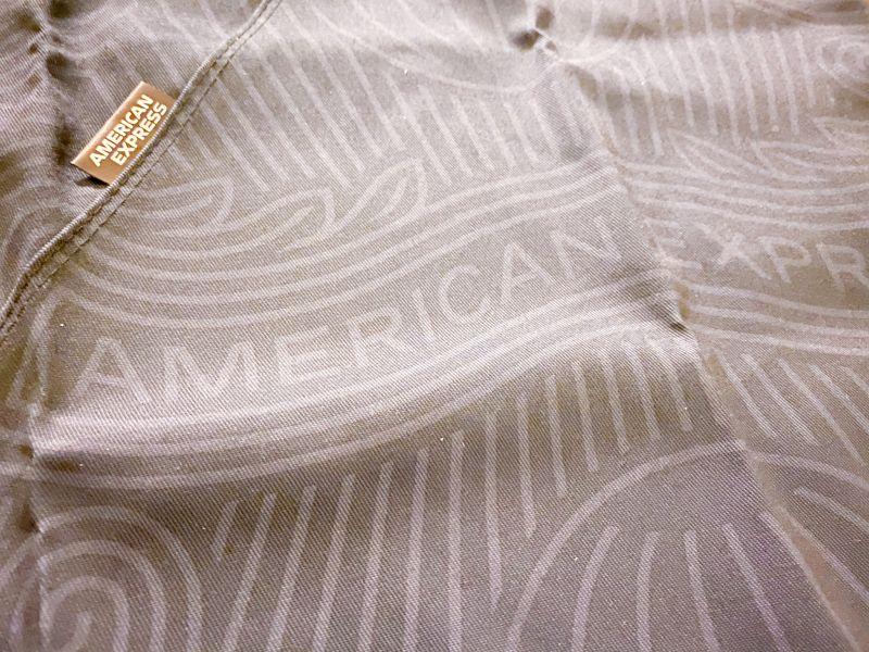 あずま袋のデザインはAMERICAN EXPRESSのロゴ