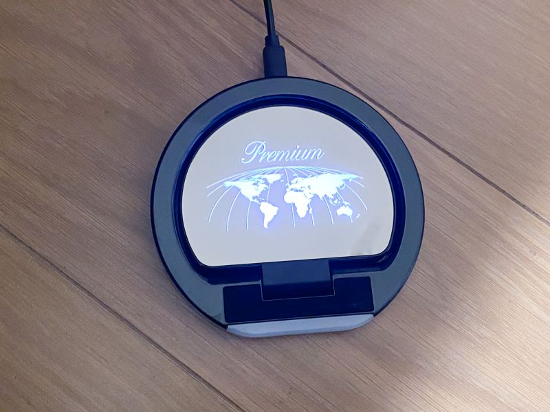 USBを繋げると「Premium」のロゴが