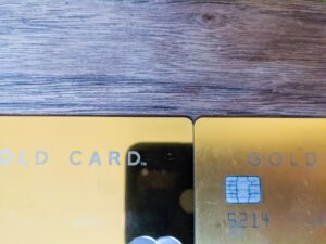 ラグジュアリーカードの新しいカードは鏡のよう